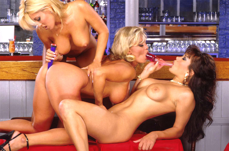 Hardcore lesbians gangbang fucking pussies with dildos